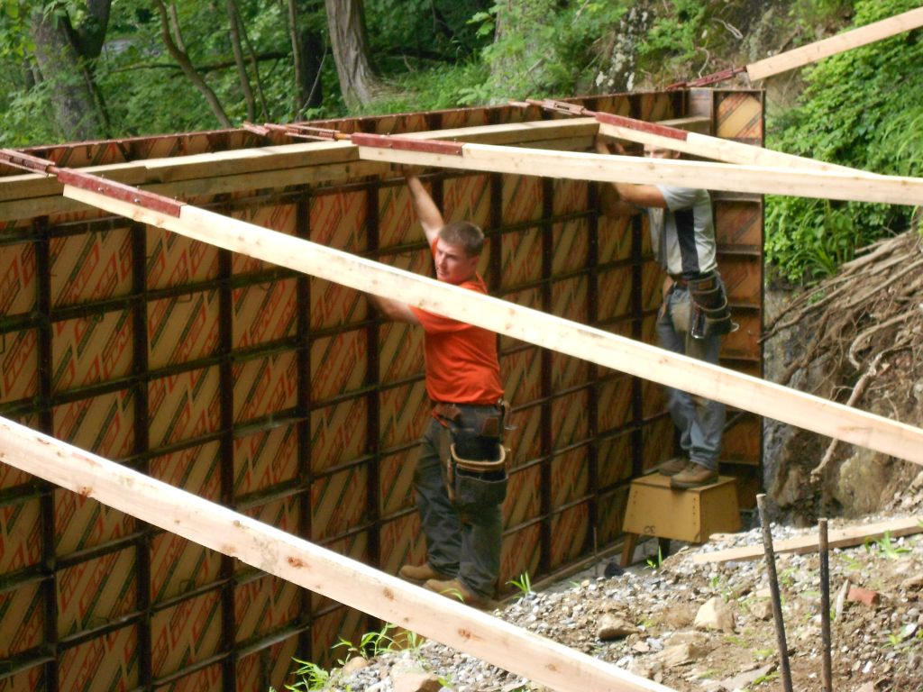 Of Wall Forms And The Hobbit Hollow Crew My Hobbit Shed